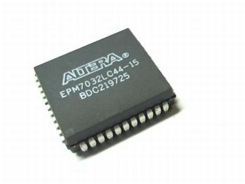 EPM7032LC44-15 CPLD