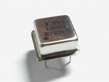 Quartz crystal oscillator 8,192 mhz square