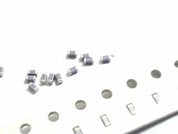 SMD keramische condensatoren 0603 - 0,82pF 10 stuks!
