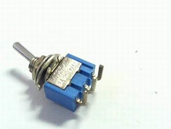 Schakelaar miniatuur staand SPDT on/on