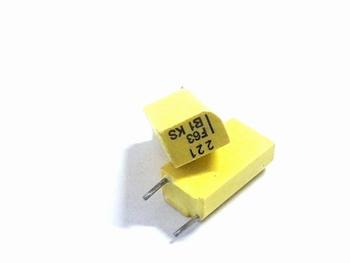 Styroflex condensator 221pF radiaal